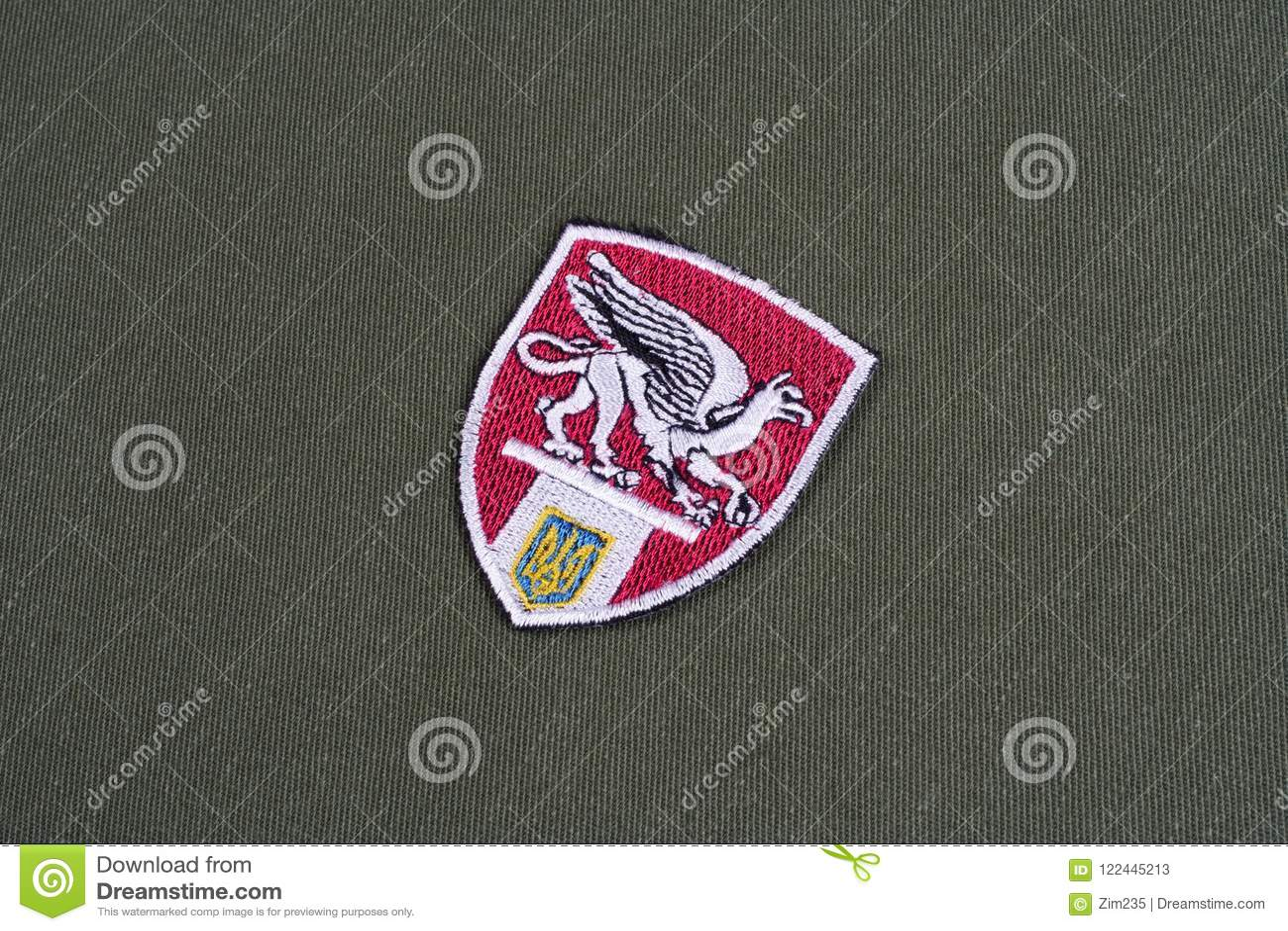 KYIV, УКРАИНА - 16-ое июля 2015 Министерство значка внутренних дел (Украины) равномерного