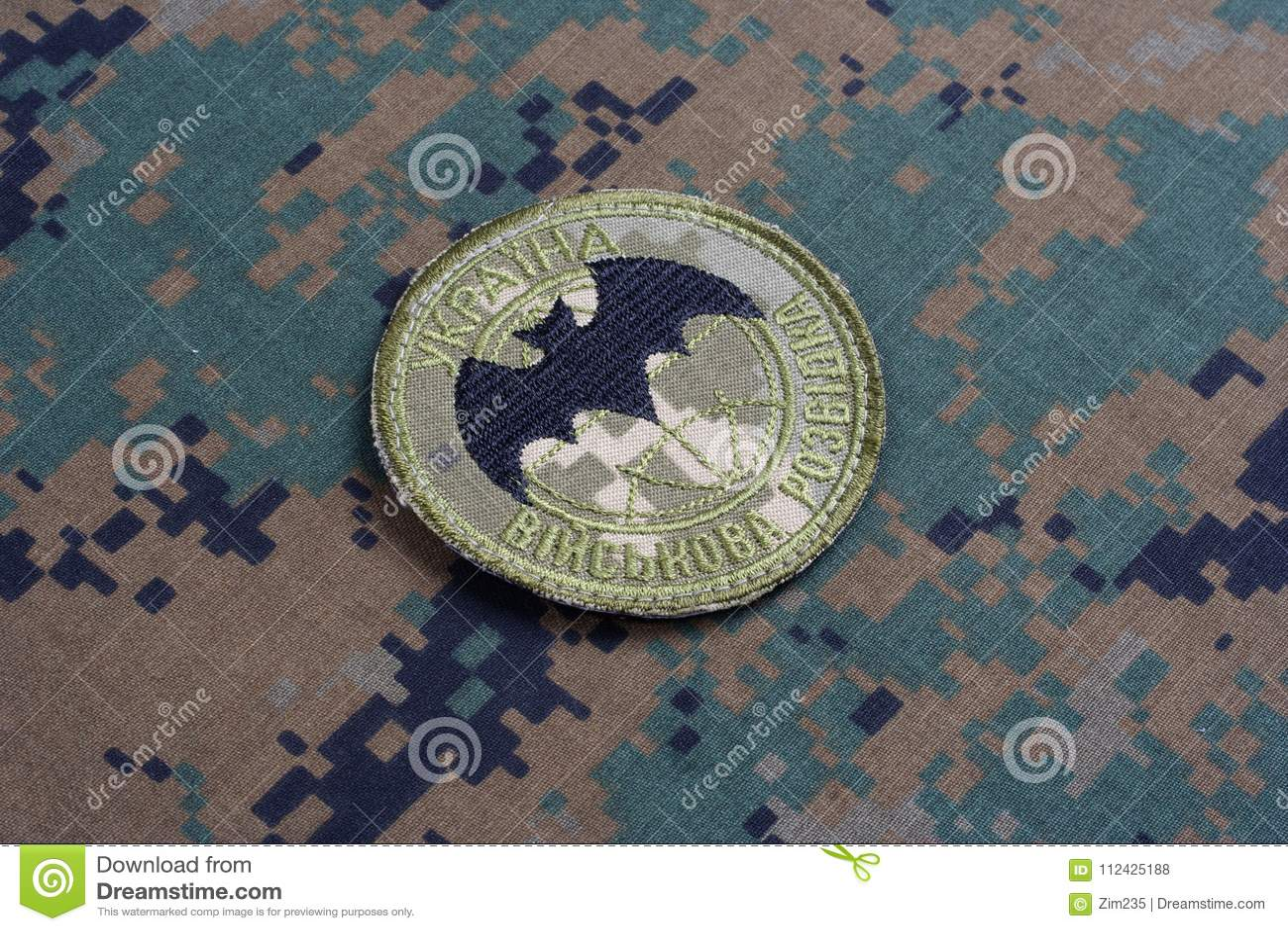 KYIV, UKRAINE - juillet, 16, 2015 Insigne d uniforme d intelligence militaire du ` s de l Ukraine