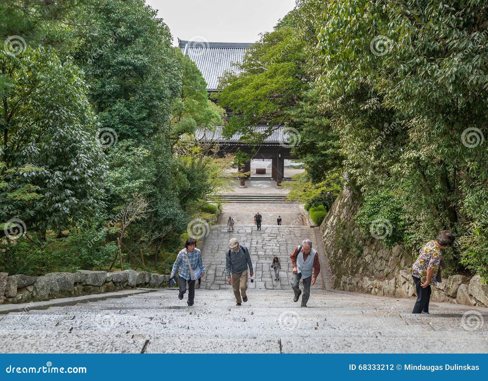 KYOTO JAPONIA, PAŹDZIERNIK, - 09, 2015: Schodki W świątynia, świątynia w Higashiyama, Kyoto, Japonia Kwatery główne Jodo-shu S