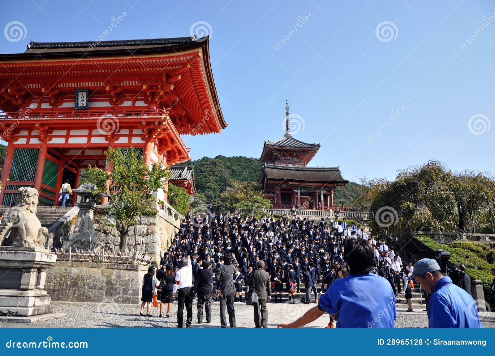 KYOTO OCT 21: Śródpolna wizyta przy Koyomizu świątynią, sławny turysta