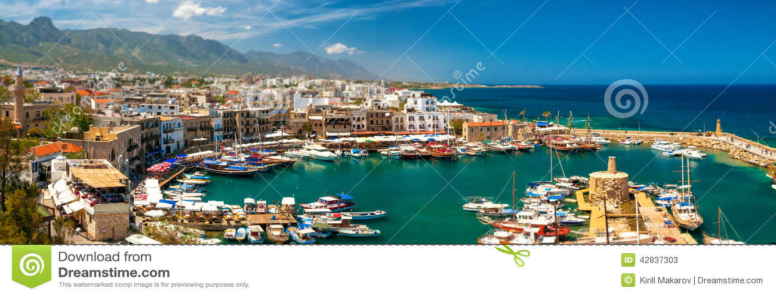 KYRENIA, CHYPRE - AVRIL, 26 2014 : Port dans Kyrenia