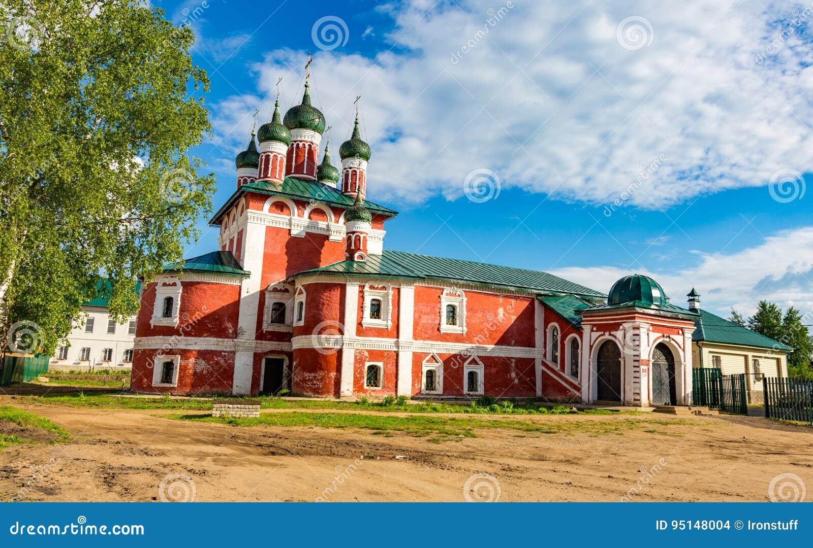Kyrka av den Smolensk symbolen av modern av guden av det 18th århundradet i Uglich, Ryssland