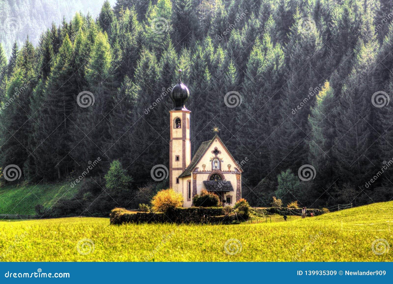Kyrka av San Giovanni i Ranui Val di Funes Italien Italienare Europa