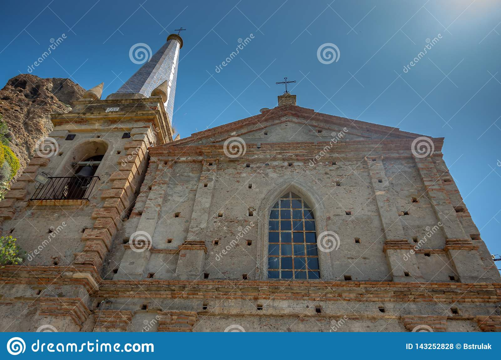 Kyrka av Sanka apostlar Peter och Paul Chiesa dei Santi Pietro e Paolo, Pentedattilo, Calabria, Italien