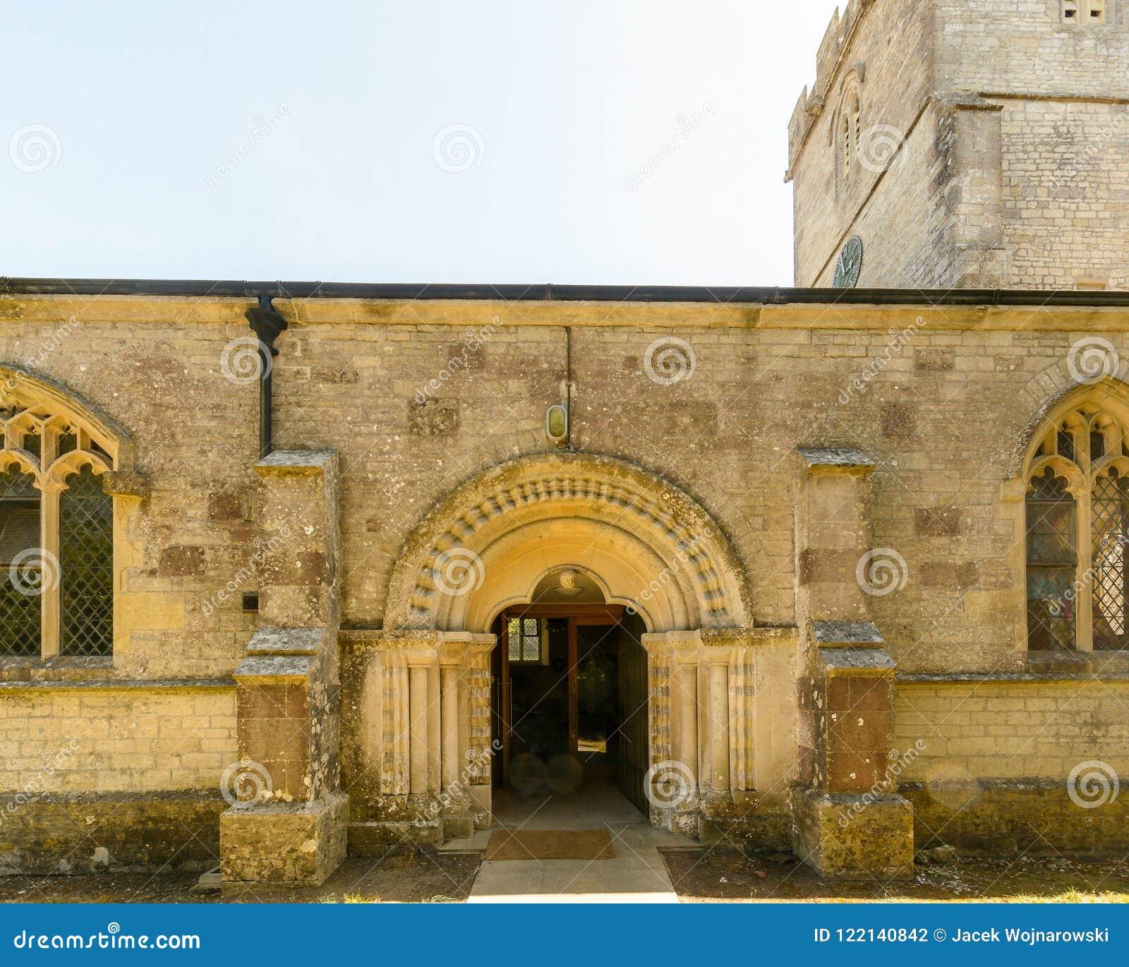 Kyrka för St Christopher ` s - Norman Arch norr fasad