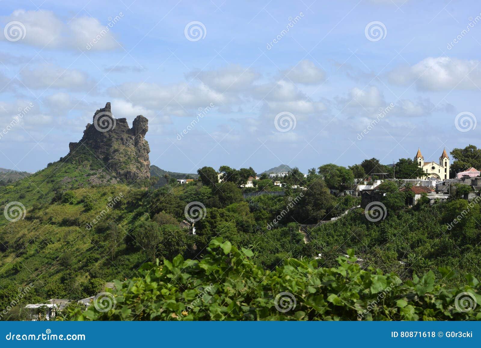 Kyrka och vulkaniskt maximalt landskap, Santiago Island, Kap Verde