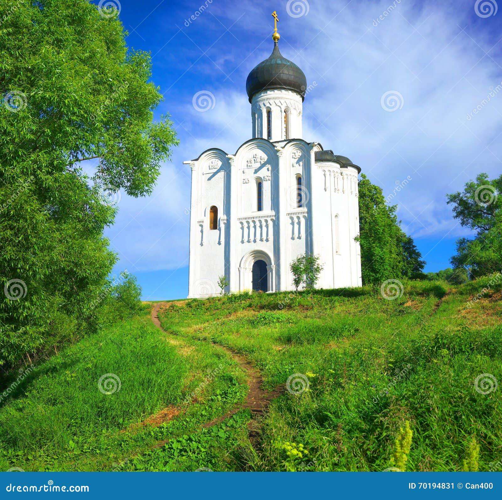 Kyrktaga intercessionnerl Ryssland byn Bogolyubovo
