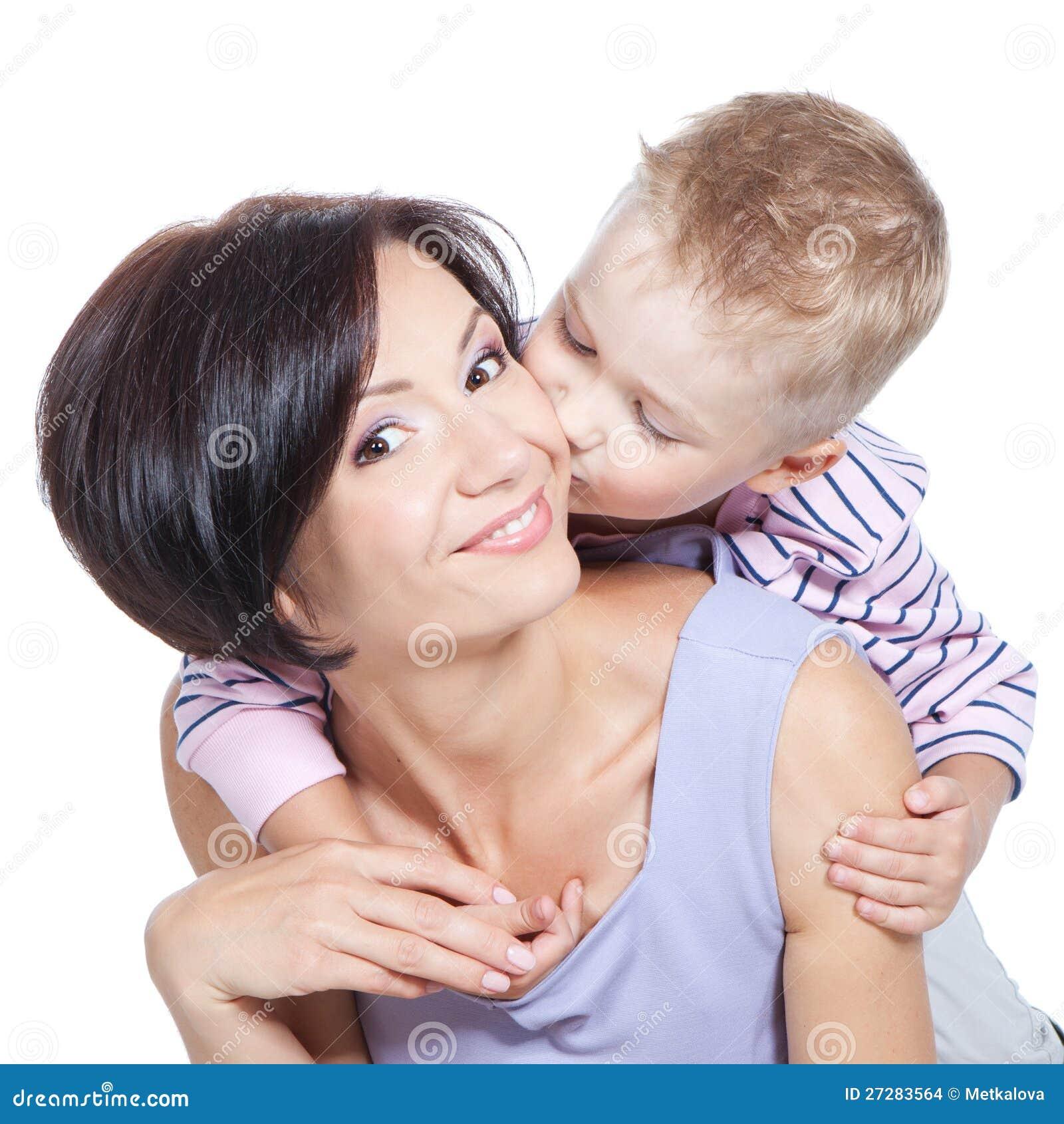 Kyssande härlig moder för pys över white
