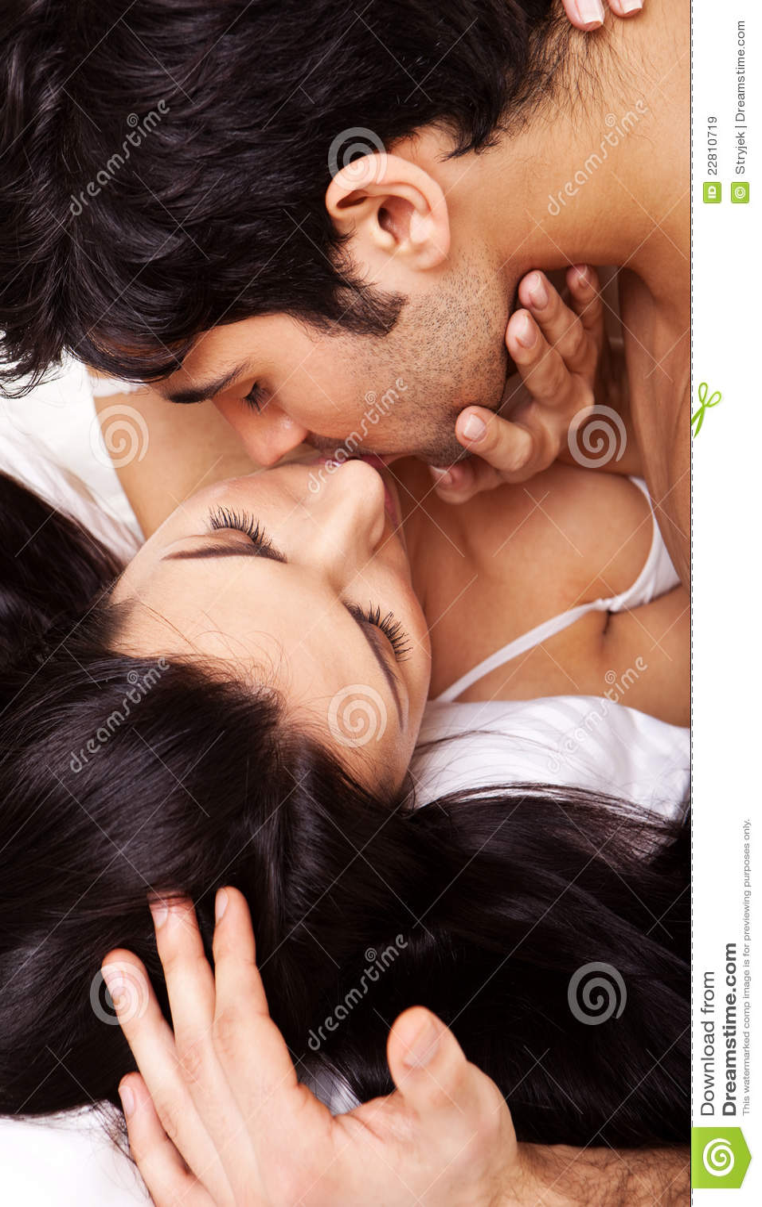 Kyssande romantiker för par