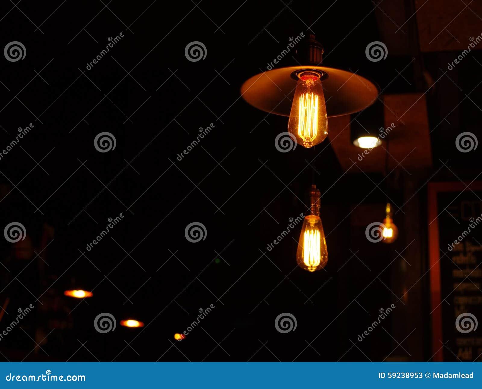 Download Lámpara De La Bombilla En La Noche Imagen de archivo - Imagen de madera, fondo: 59238953