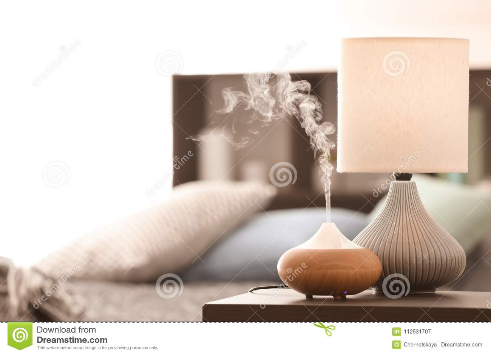 Lámpara del aroma en la tabla