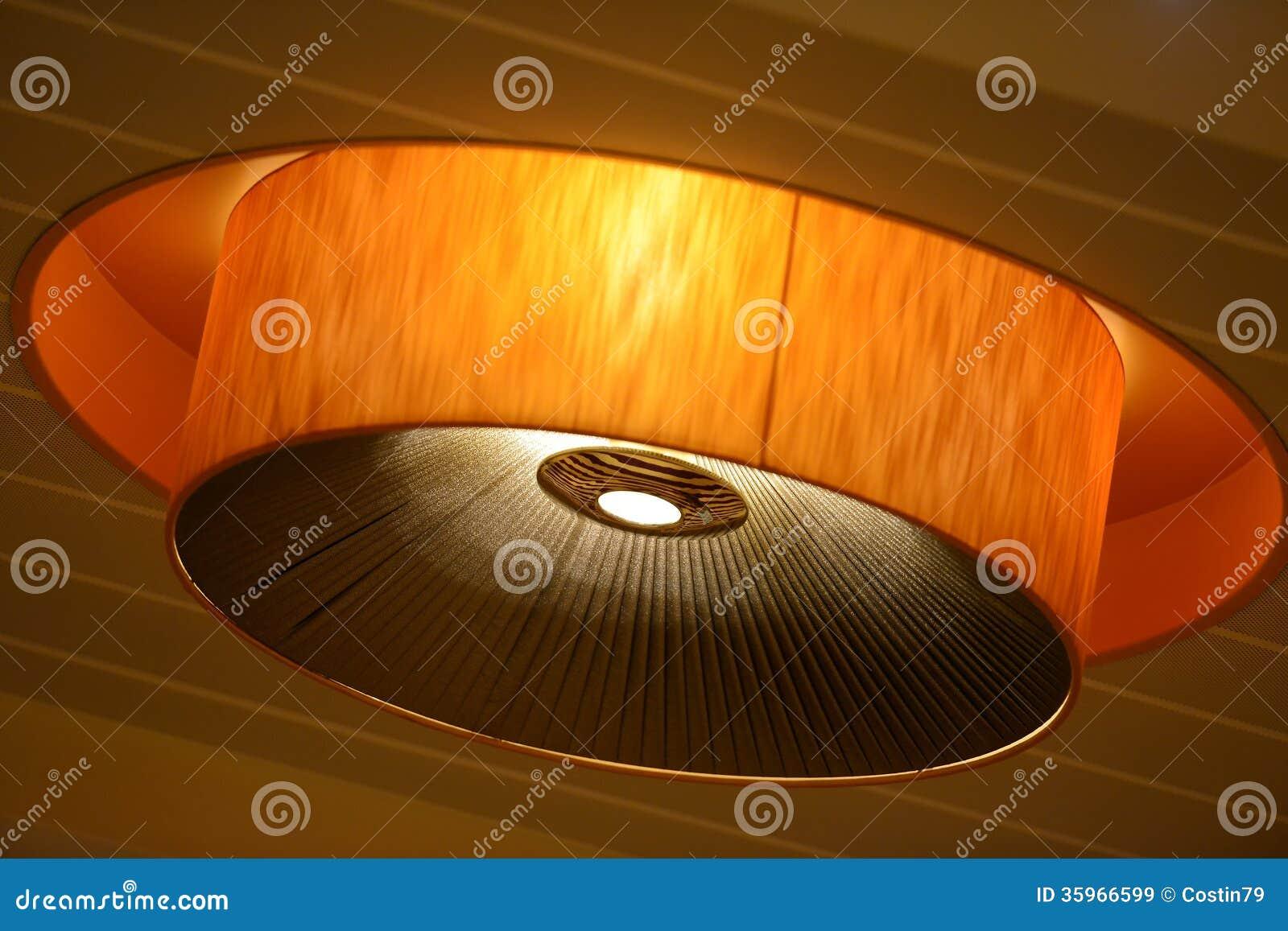 Lámpara en el techo