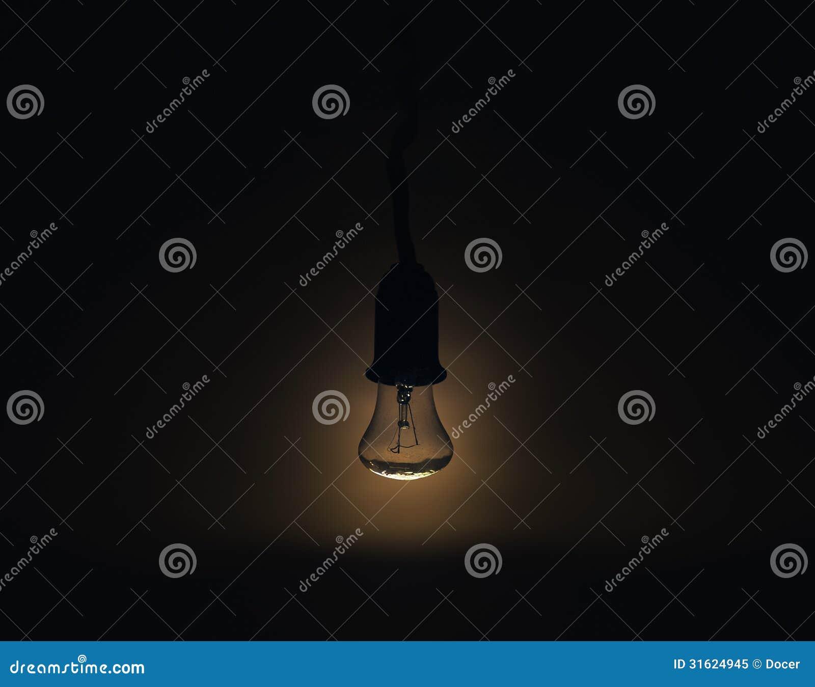 Lámpara Ligera En Un Cuarto Oscuro Imagen de archivo - Imagen de ...