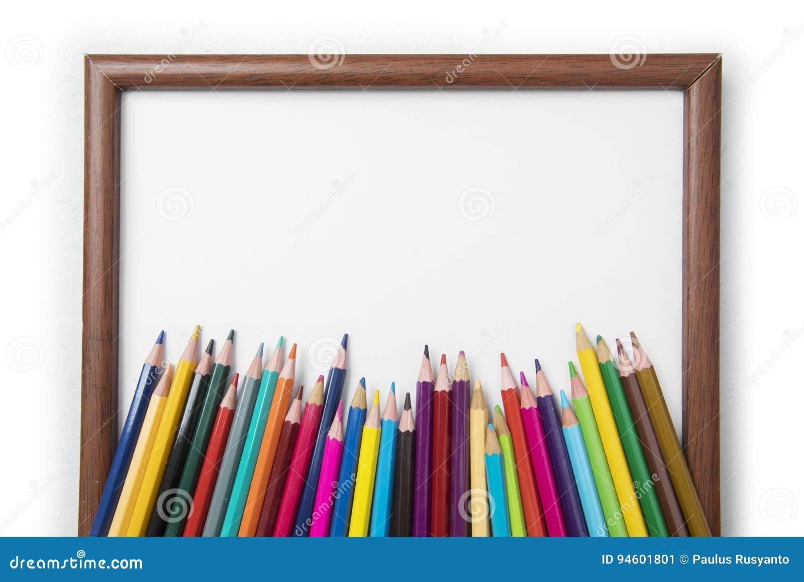 Lápices coloreados con un marco en blanco