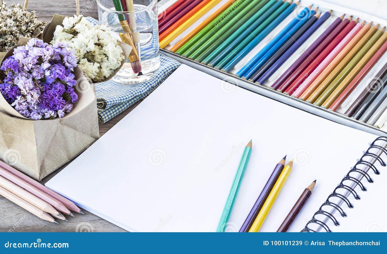 Lápices Coloridos Del Color Para El Dibujo Del Arte Cuaderno De Las
