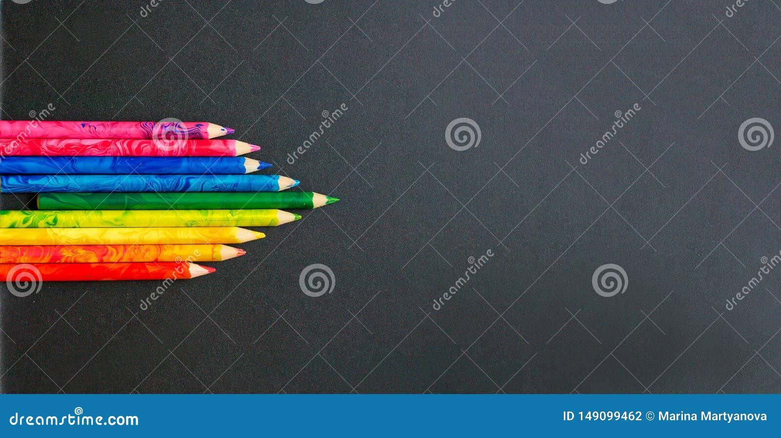 L?pices coloridos en el consejo escolar