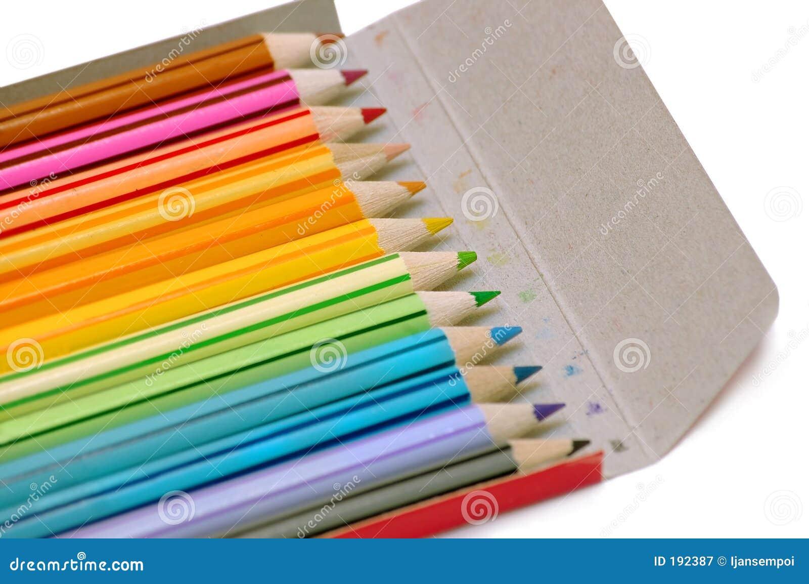 Lápices del color en el caso