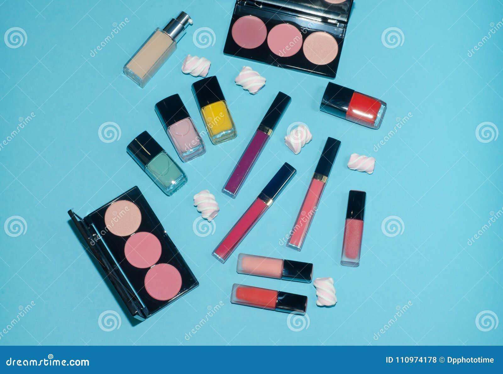Lápices Labiales Rojos, Rosados, Violetas Y Azules Paletas Del ...