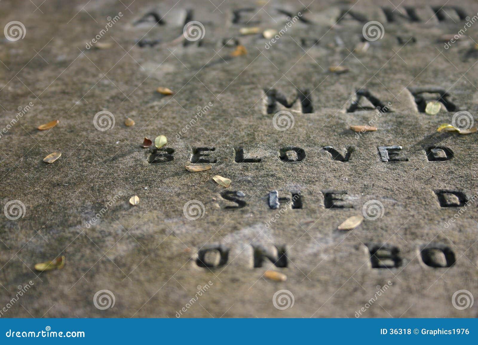 Lápida mortuaria vieja (1800 s)