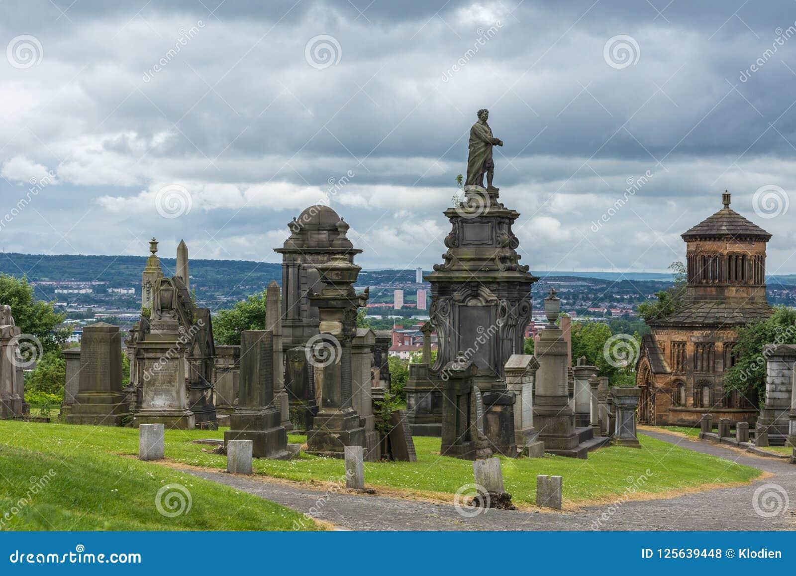 Lápides sobre o monte em Glasgow Necropolis, Escócia Reino Unido
