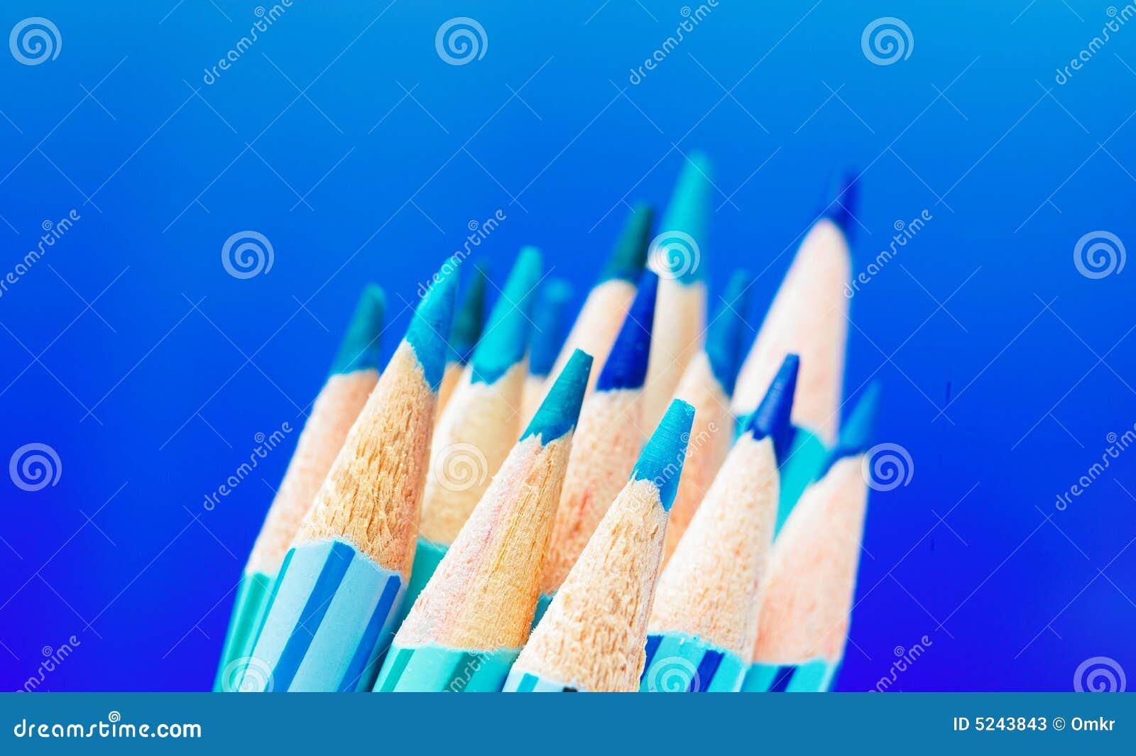 Lápis azuis da cor