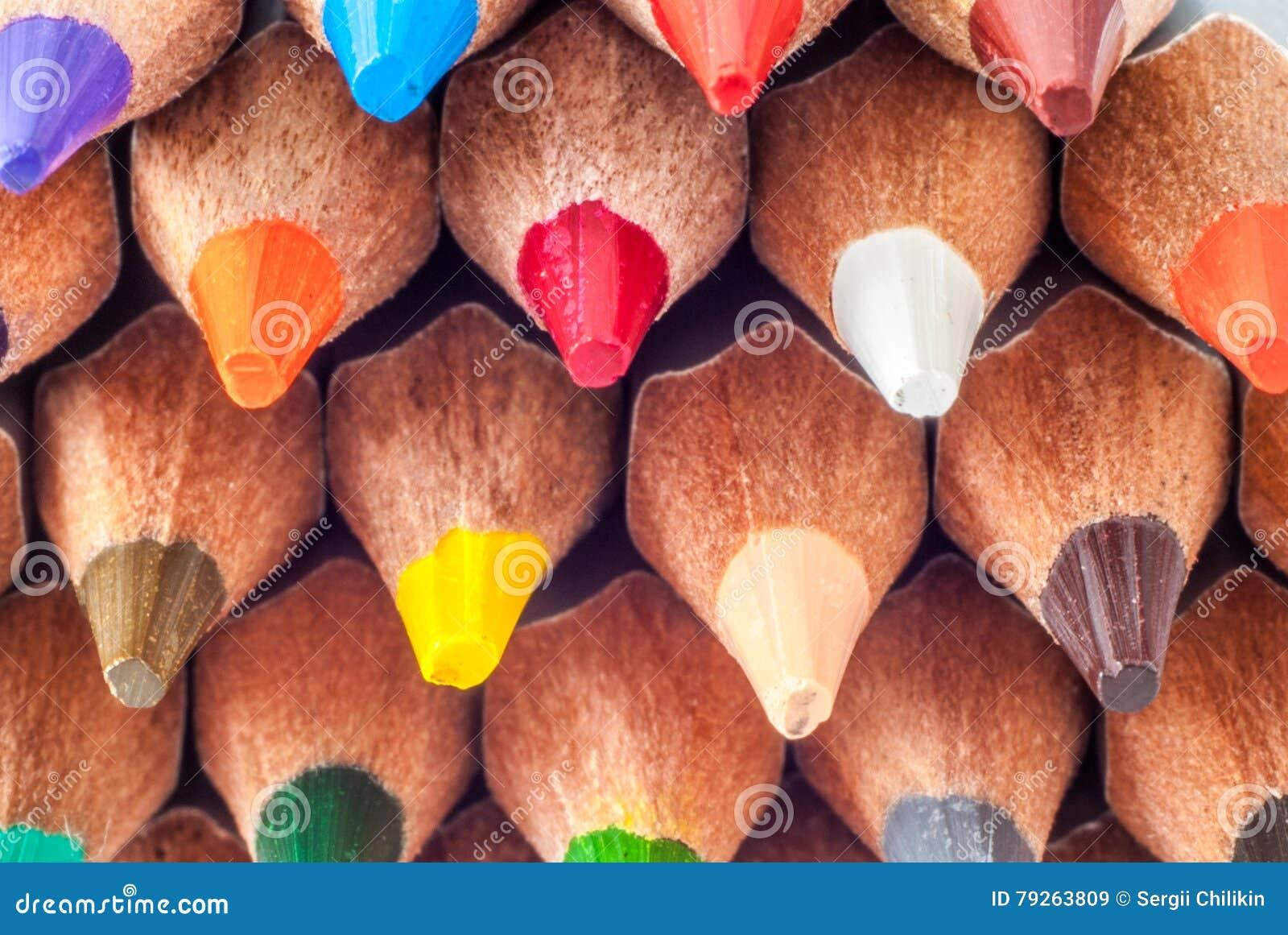 Lápis coloridos Sharpened Escrevem o close-up Apronte para pintar