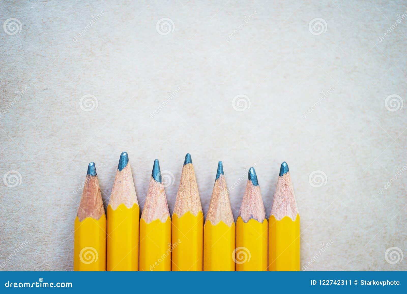Lápis para esboçar no papel com espaço da cópia, vista superior