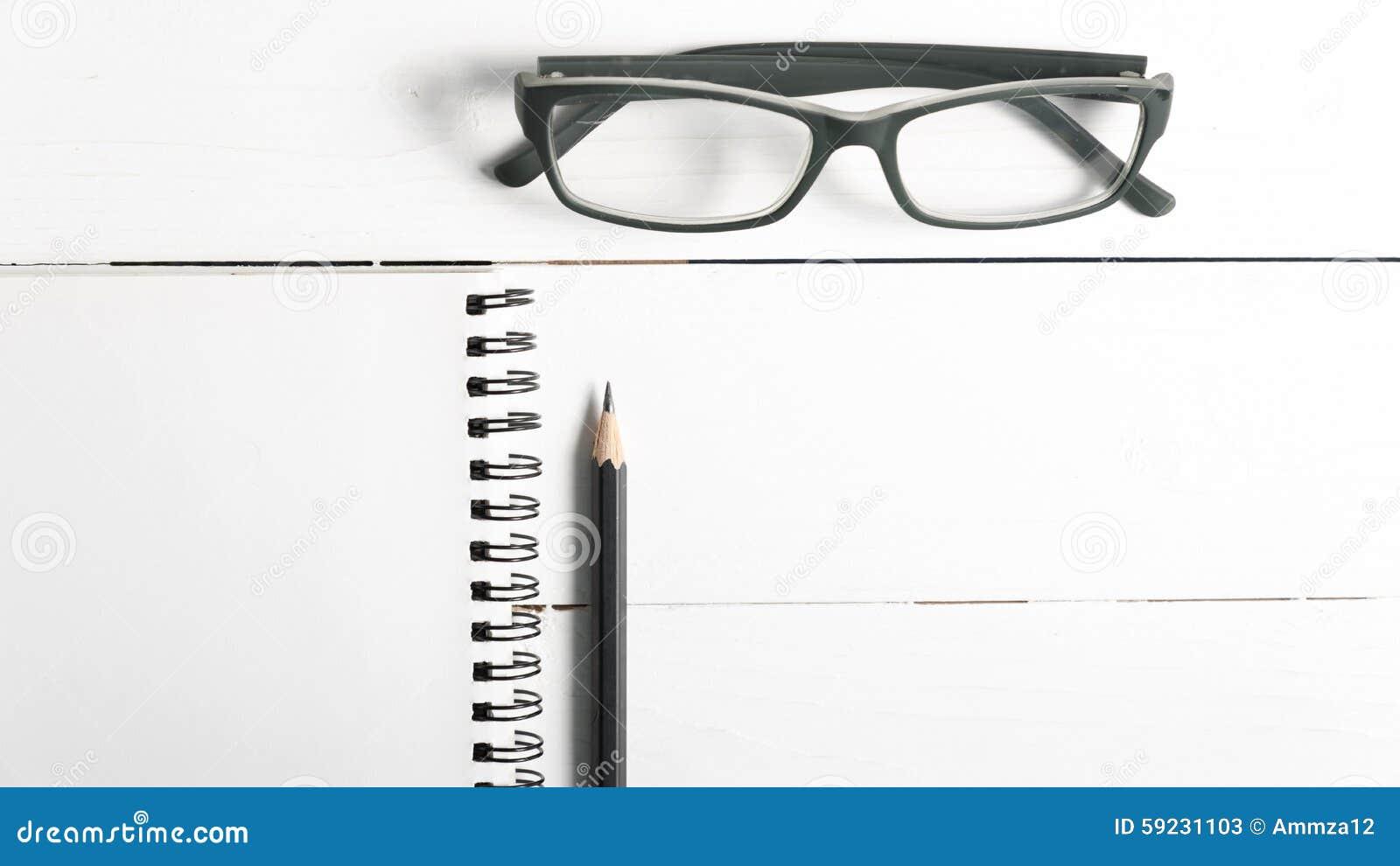 Download Lápiz Y Libreta Con Las Lentes Imagen de archivo - Imagen de escuela, negocios: 59231103