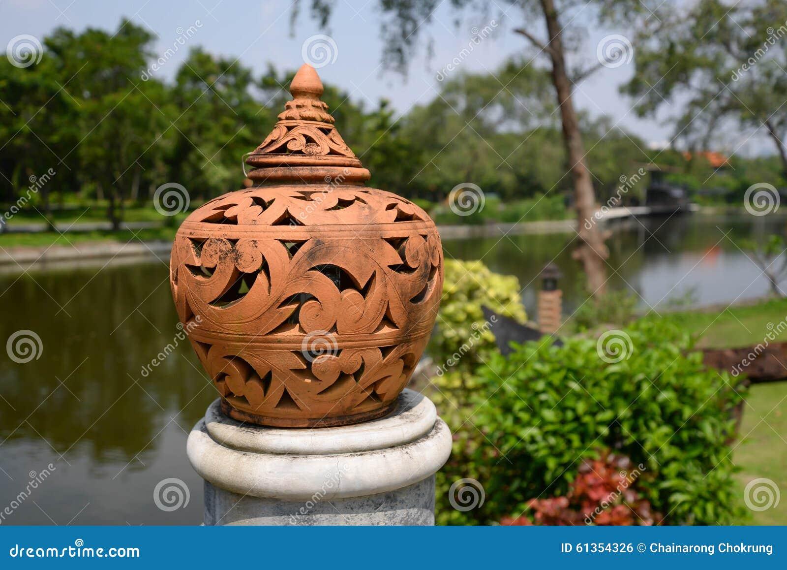 Lâmpada da cerâmica com estilo tailandês