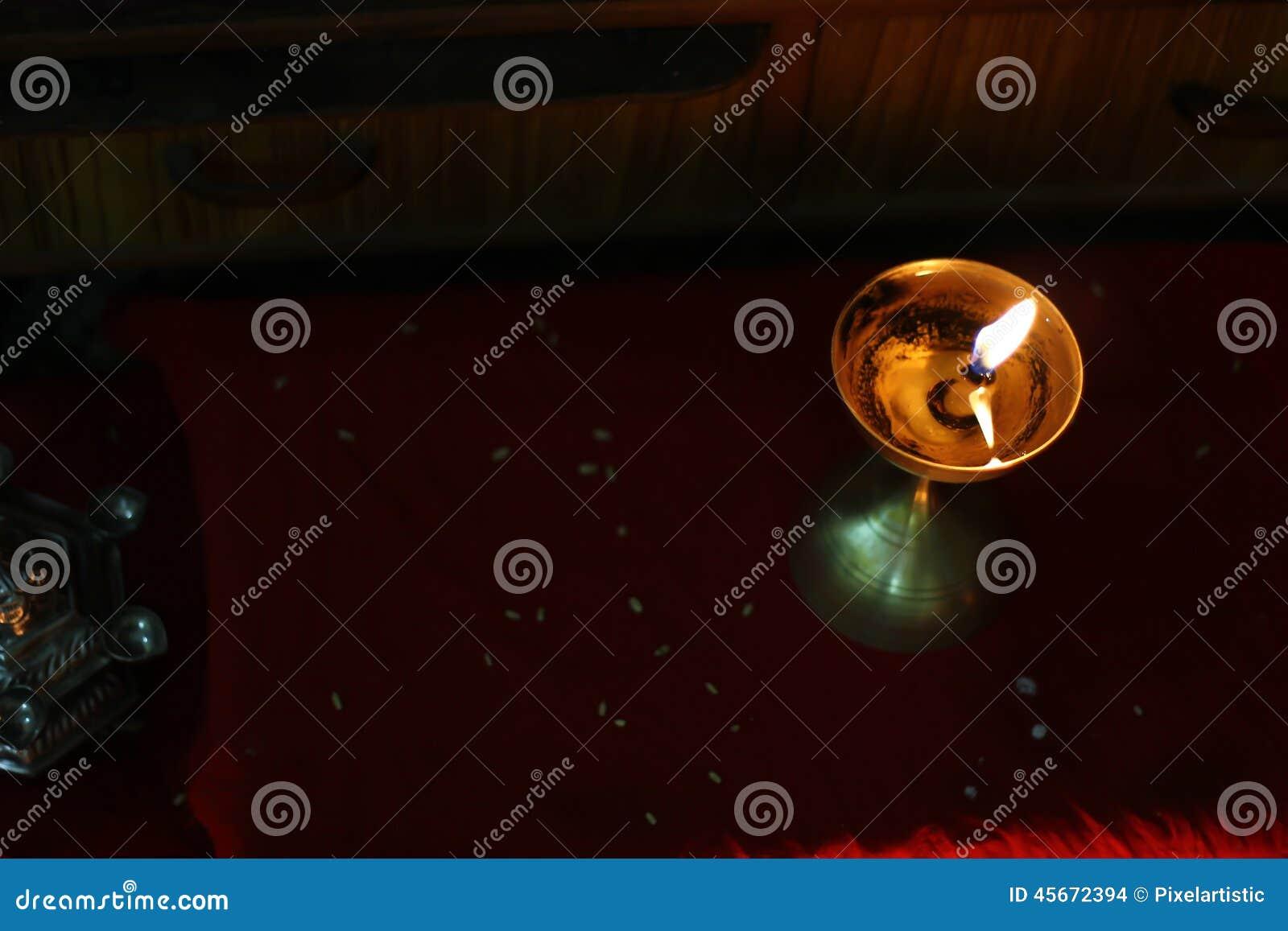 Lâmpada de óleo metálica leve no deepawali
