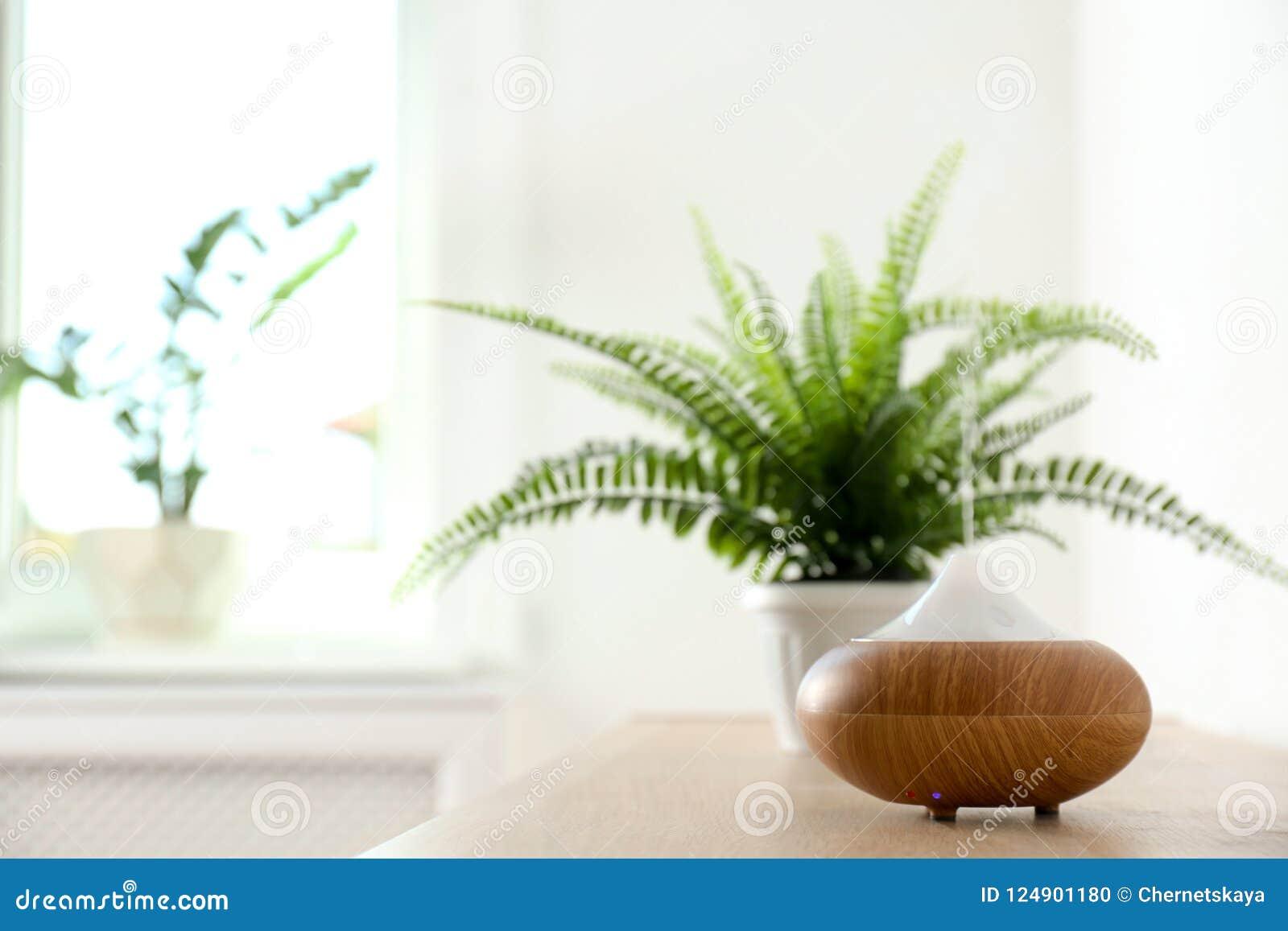 Lâmpada moderna do aroma na tabela