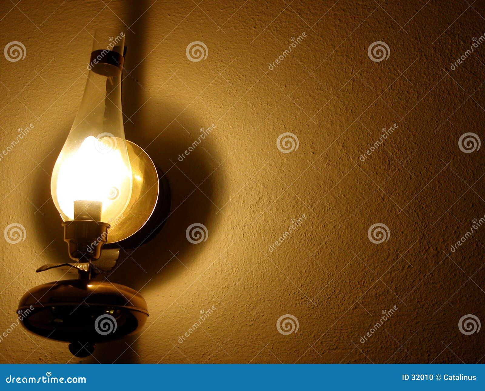 Lâmpada na parede