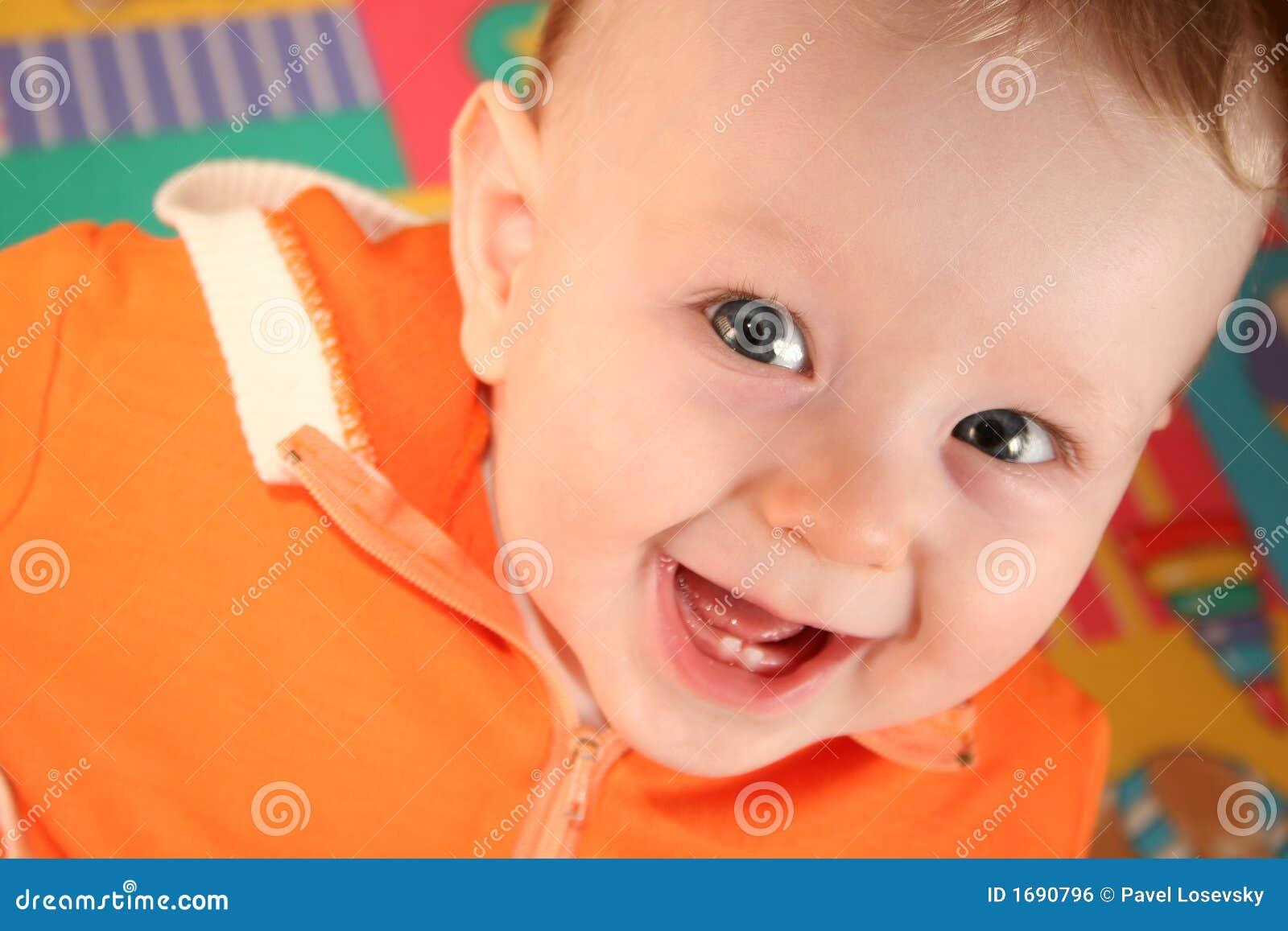 Lächeln-Baby mit dem Zahn