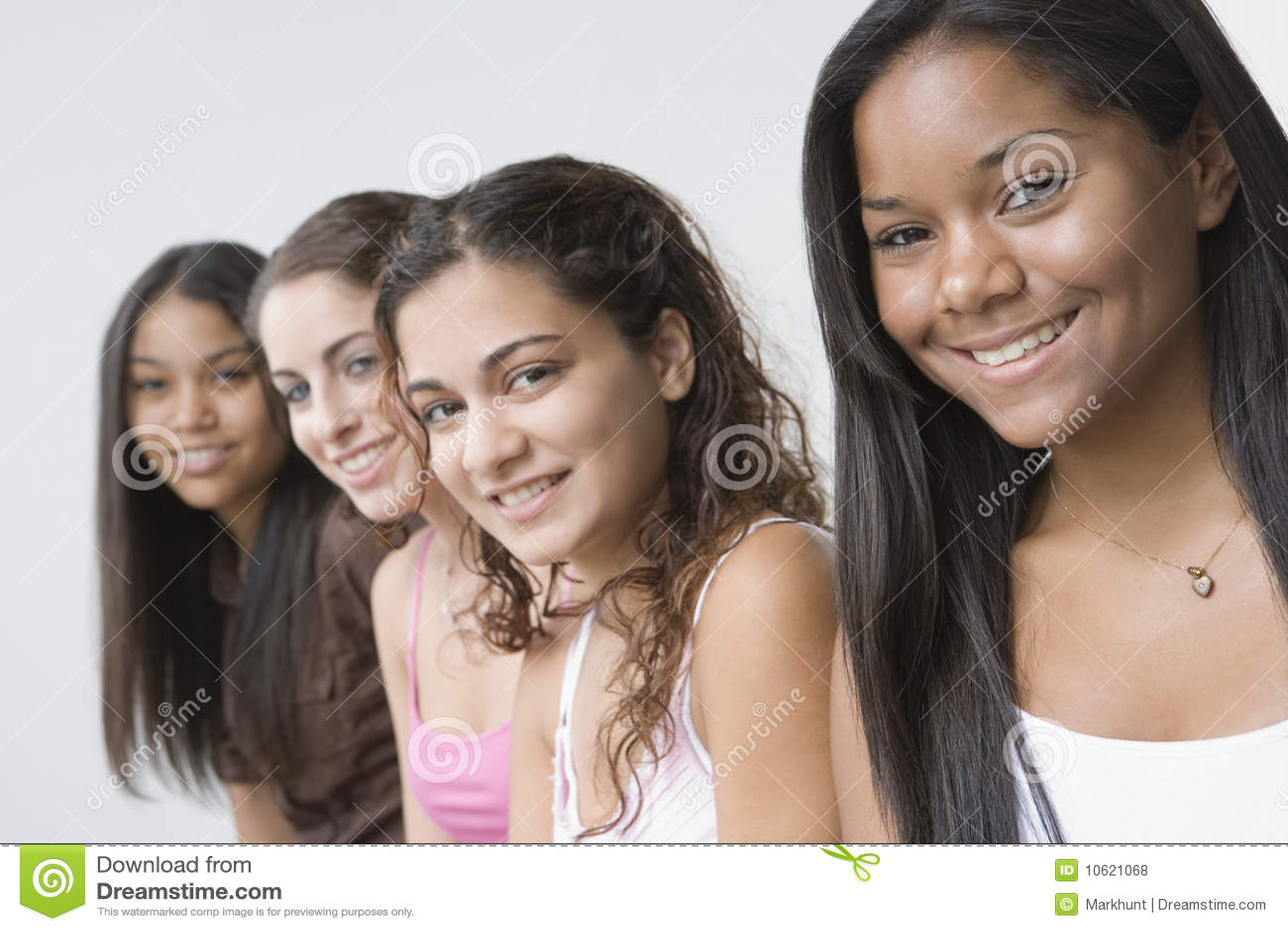 Lächeln mit vier Jugendlichen