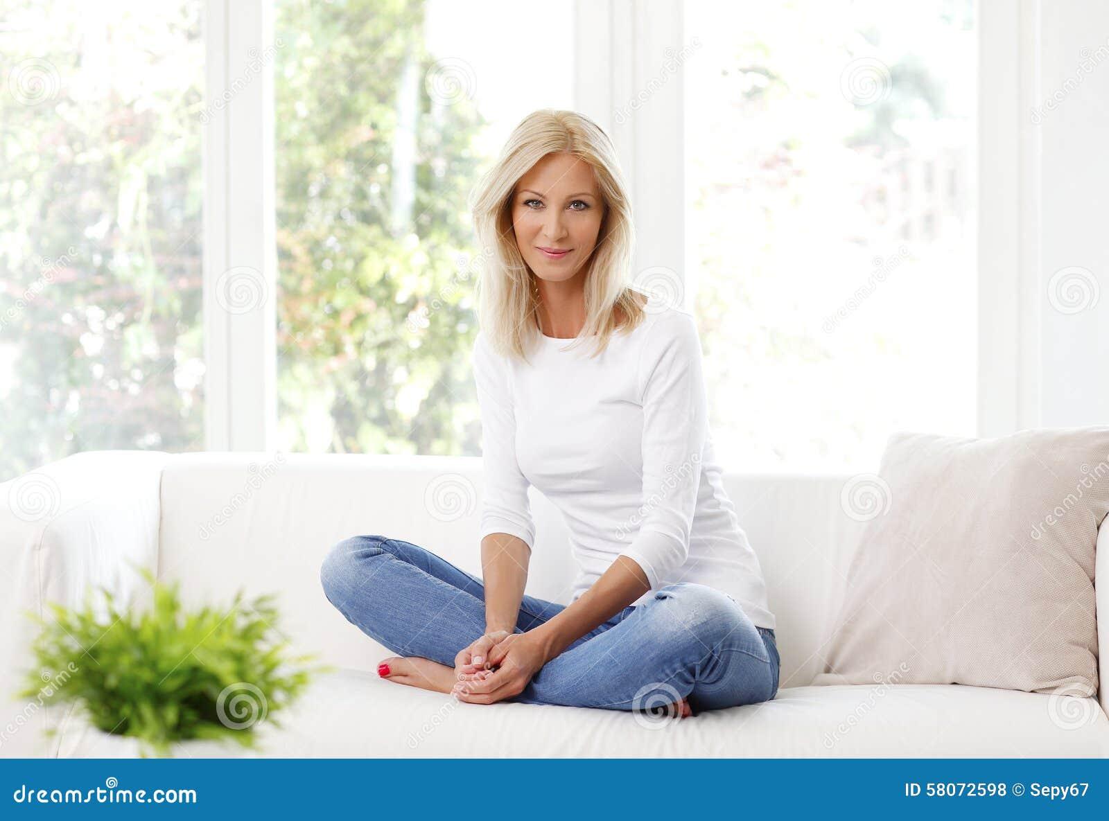 Lächelnde fällige Frau