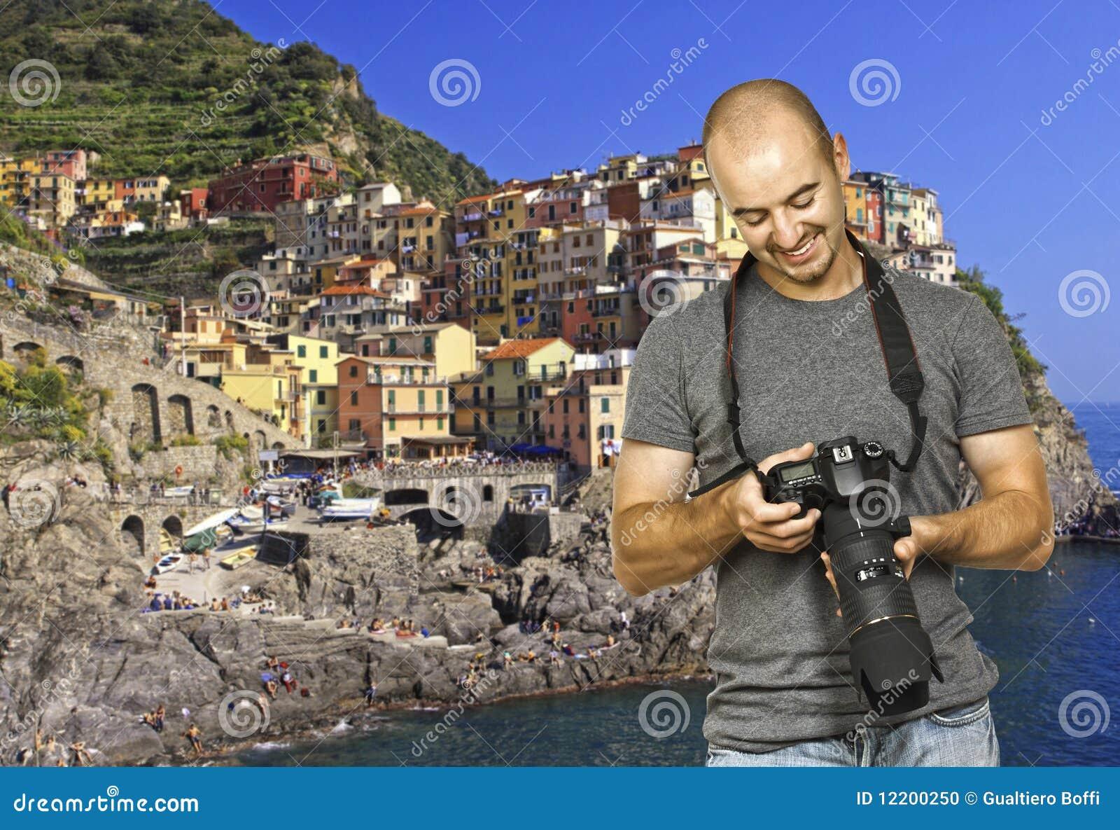 Lächelnder Fotograf im cinque terre Italien