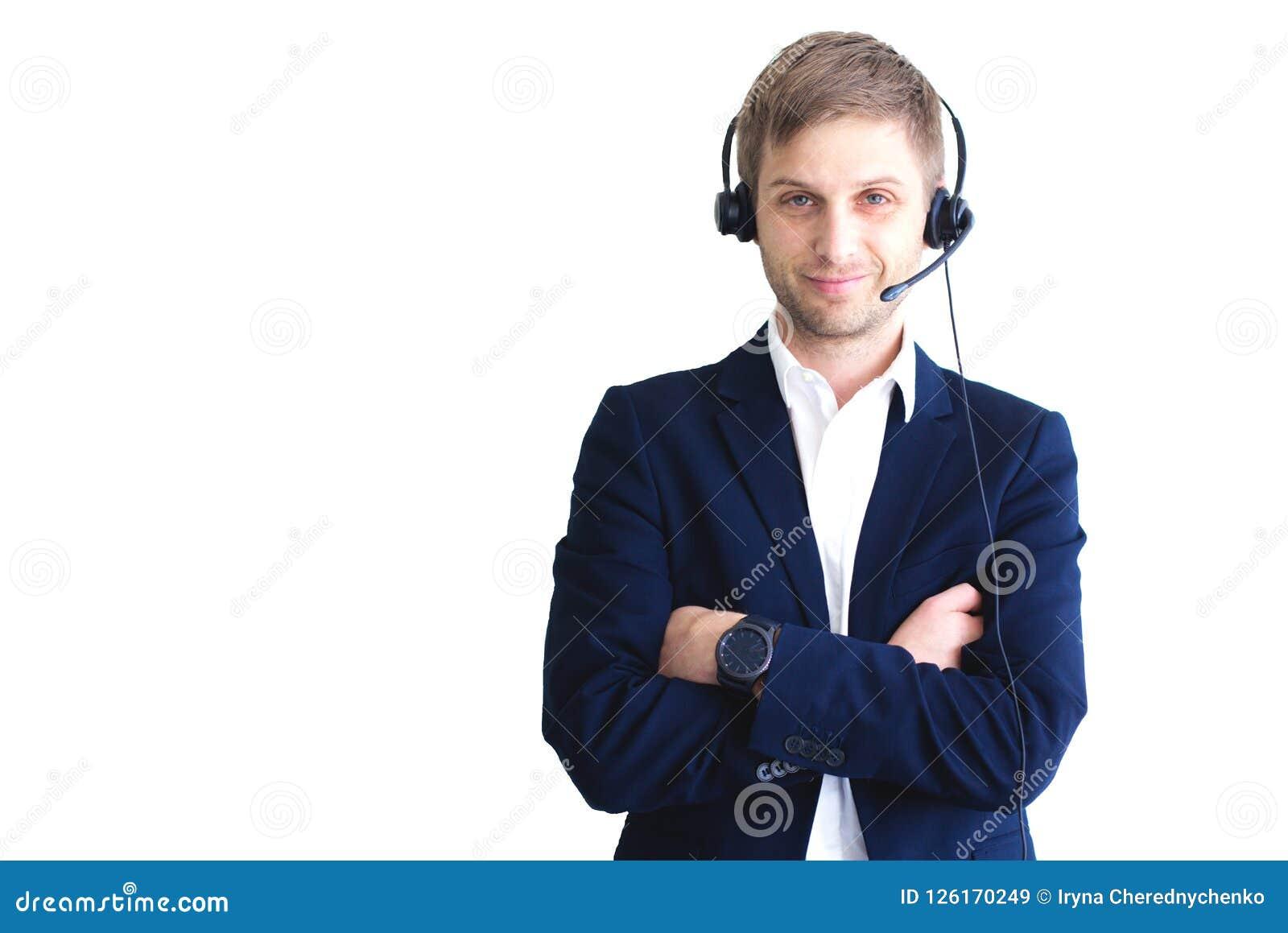 Lächelnder hübscher Kundenbetreuungsbetreiber mit Kopfhörer