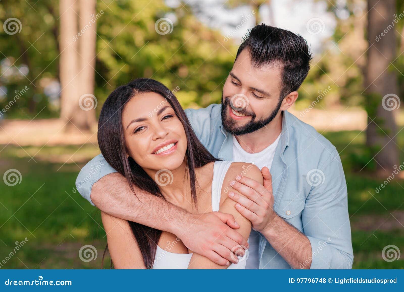 Frau ein mann wann umarmt eine Wie reagieren