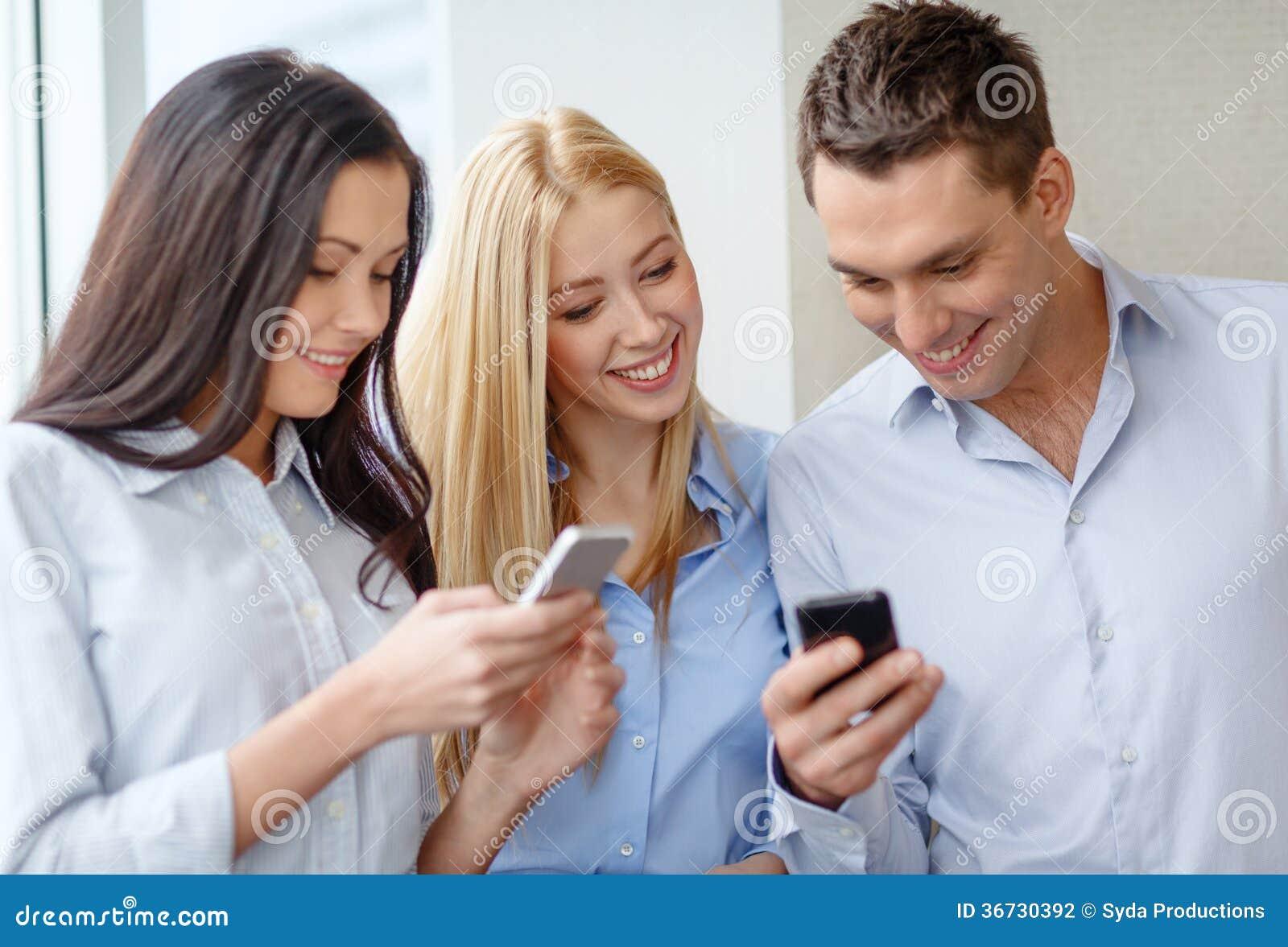 Geschäfts technologie internet und bürokonzept lächelndes