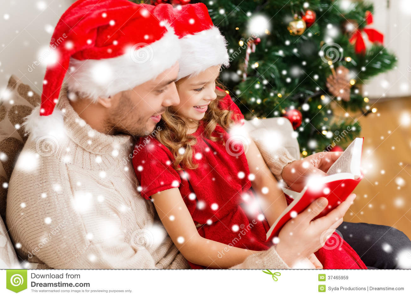 Lächelndes Vater- und Tochterlesebuch