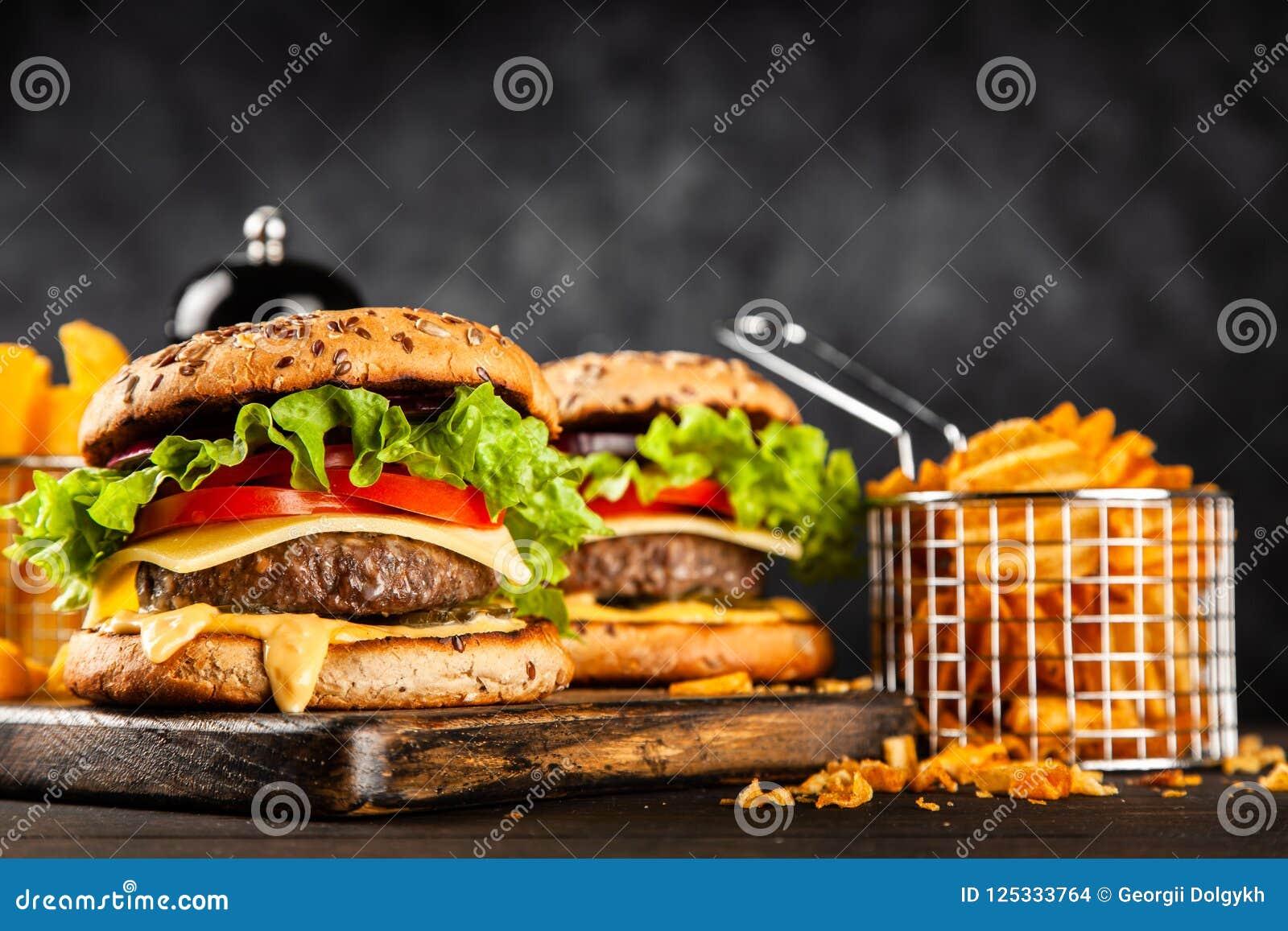 Läckra grillade hamburgare