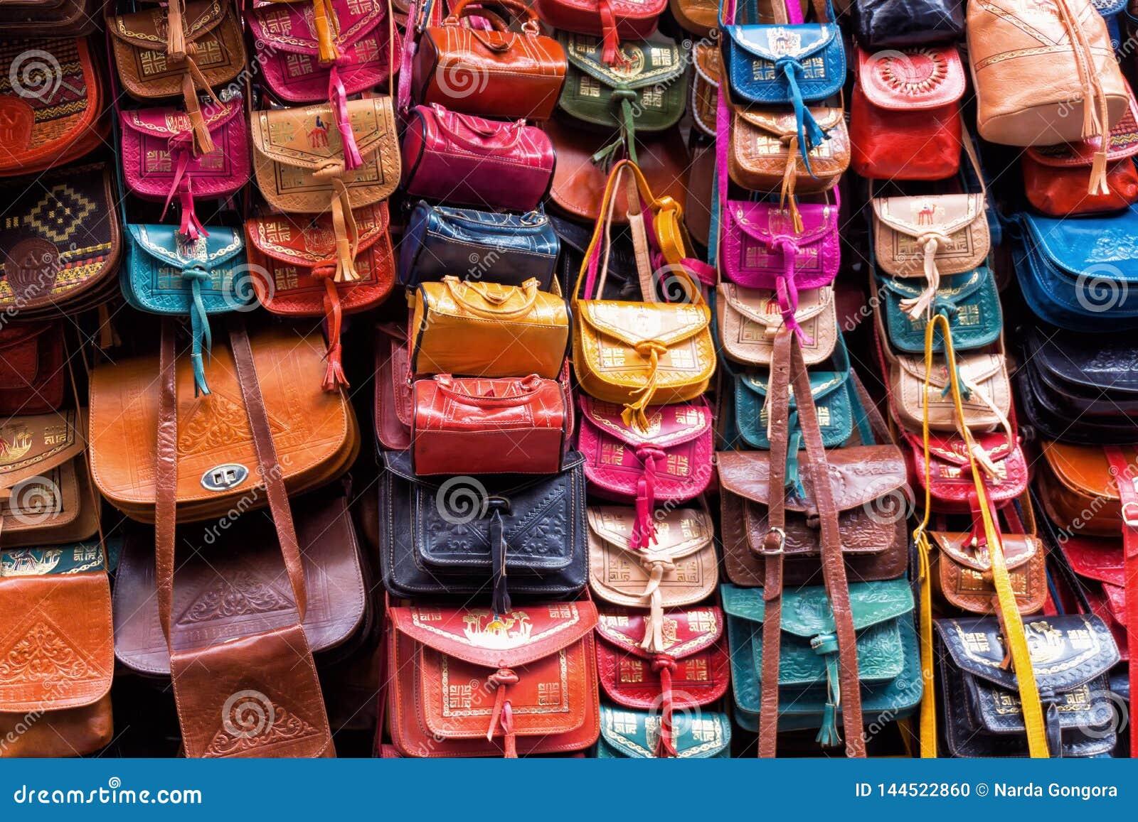 Läder hänger löst lagret i Tunis, Tunisien