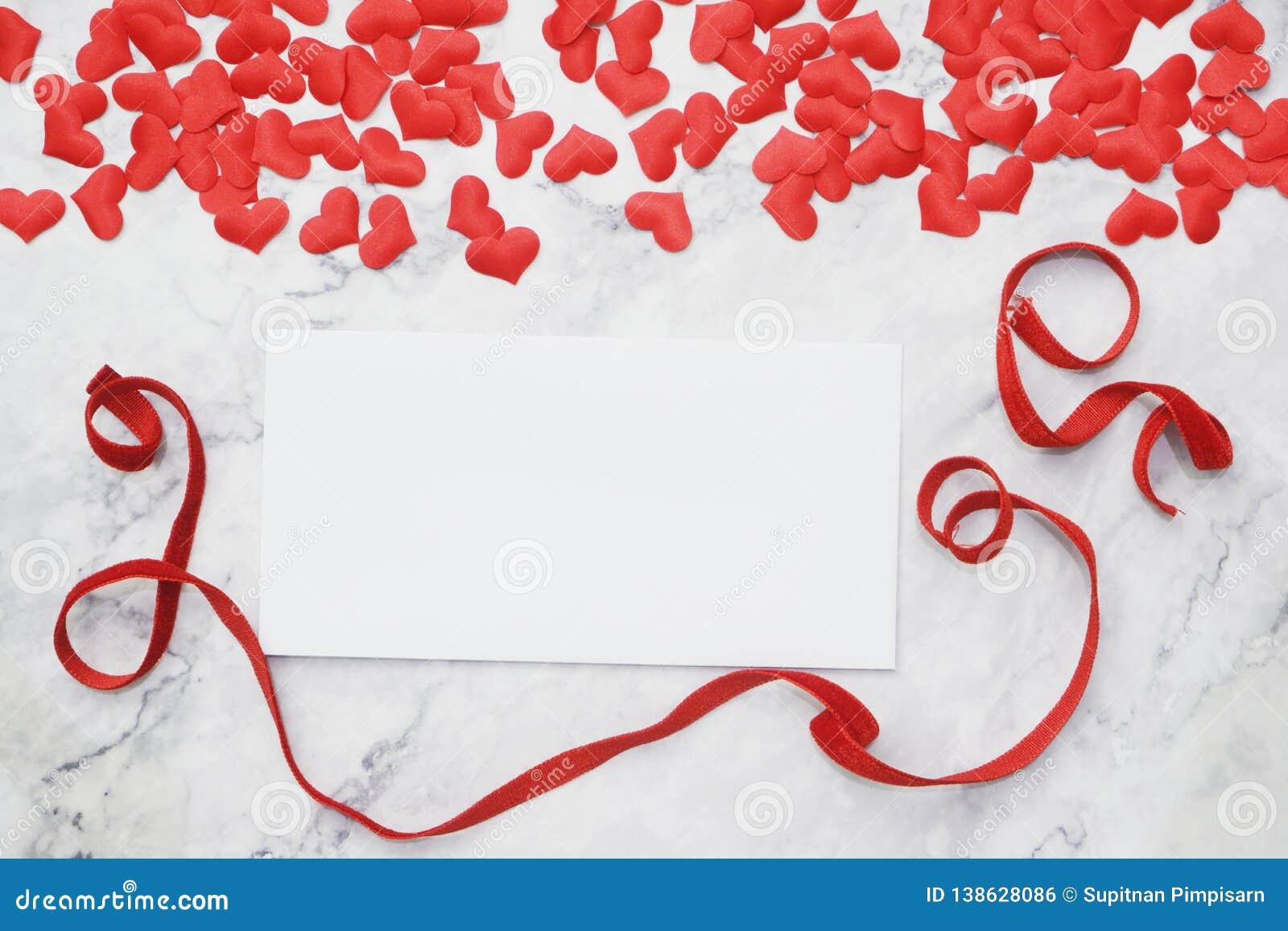 Lägenhet-lekmanna- bakgrund för valentin dag, förälskelse, hjärtor, utrymme för kopia för gåvaask