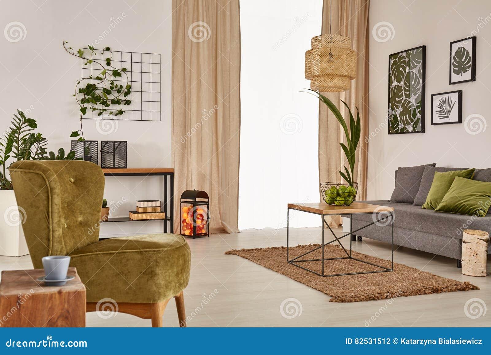 Lägenhet med den gråa soffan