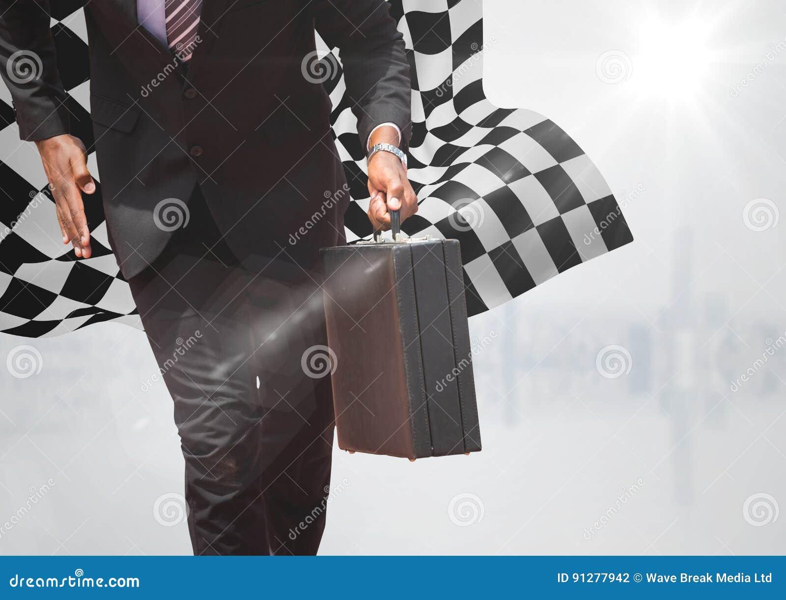 Lägre kropp för affärsman med portföljen mot vit horisont och rutig flagga