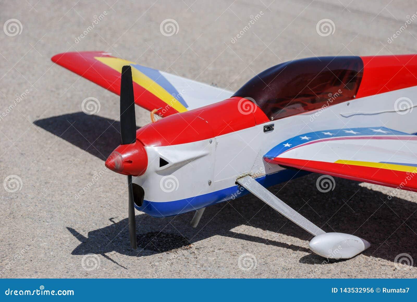 Länder för RC-modellflygplan på asfalt