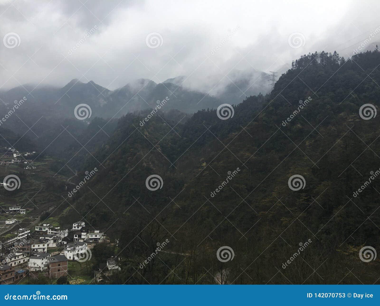 Ländliche Landschaft in Yunnan, von allen Richtungen