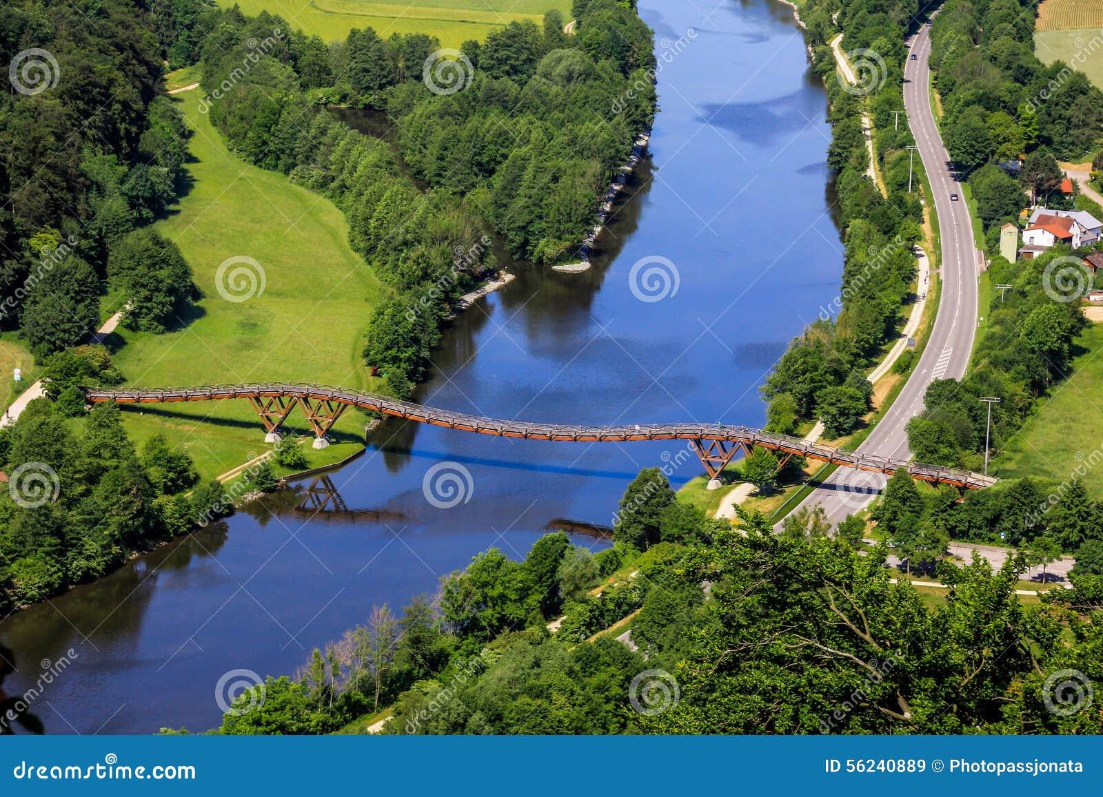 Längst träbro i Europa Essing, Bayern, Tyskland-flod Altmuehl