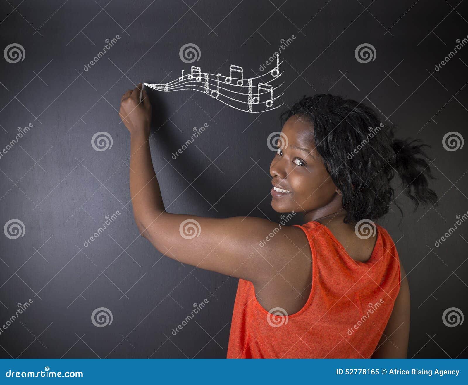 Lär musiksöder - afrikanen eller handstil för den afrikansk amerikankvinnaläraren eller studenten på kritabräde