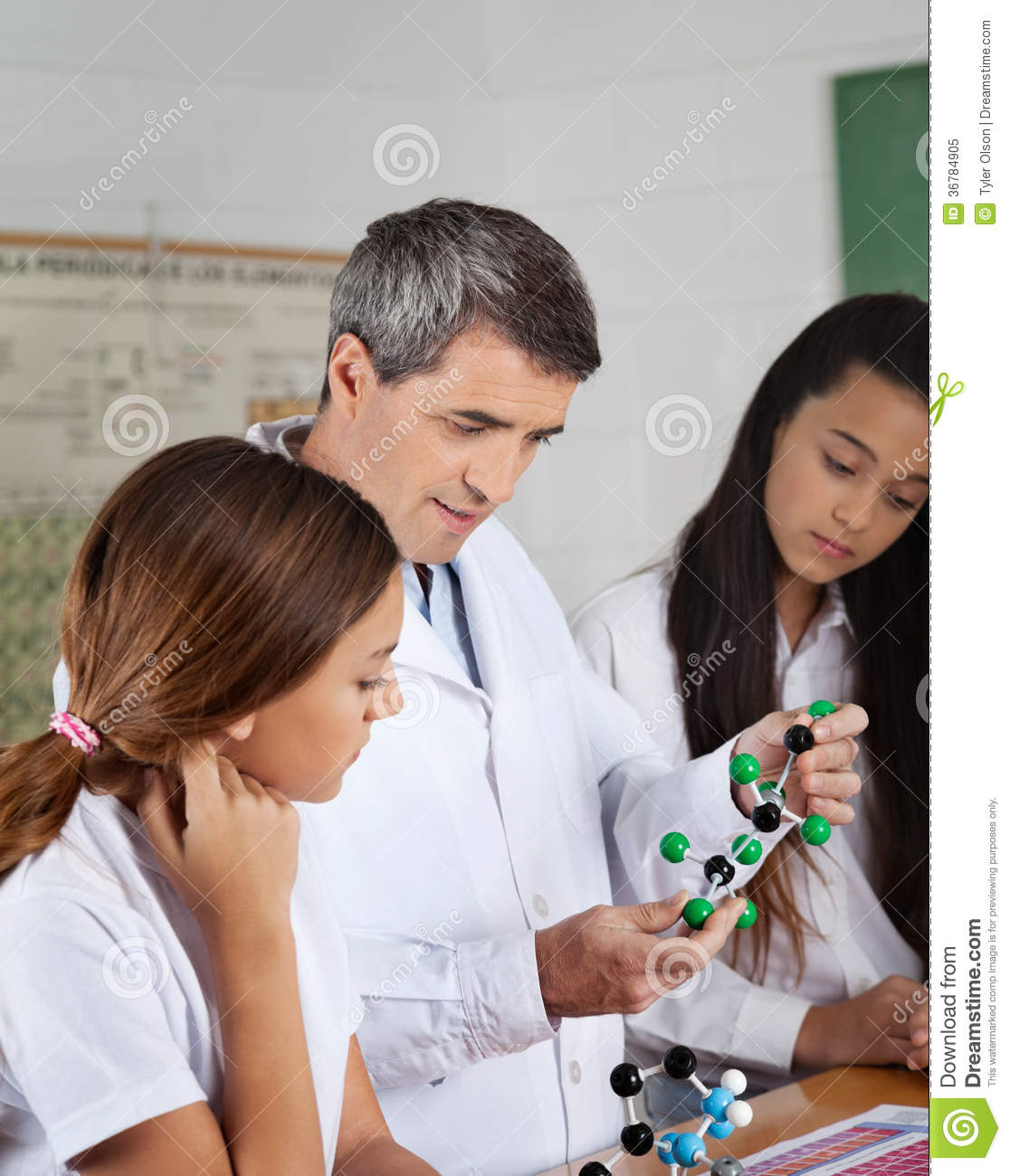 Lärare Explaining Molecular Structure till studenter